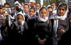 دختران راهی مدرسه می شوند