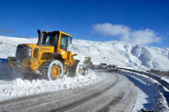 اجرای عملیات برفروبی در مناطق کوهستانی گیلان