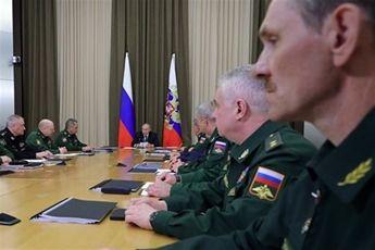 پوتین خواستار مدرنیزه سازی ارتش و ناوگان دریایی-هوایی روسیه شد