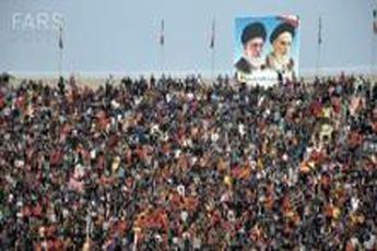 تشویق بدون وقفه هواداران فولاد / تماشاگران به صورت خودجوش وارد منطقه ممنوعه شدند