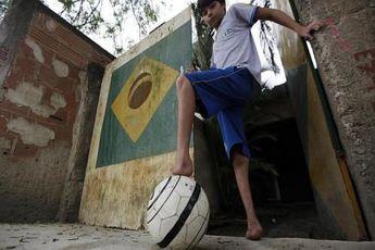 پسر بدون پا به بارسلونا دعوت شد + عکس