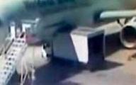 لحظه تصادف کامیون با هواپیما + فیلم