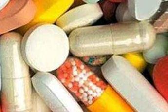 ادامه انباشت دارو در گمرک و بیاطلاعی معاون وزیر