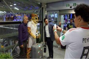 عروسک با لباس تیم ملی ایران توجه طرفداران فوتبال را جلب کرد