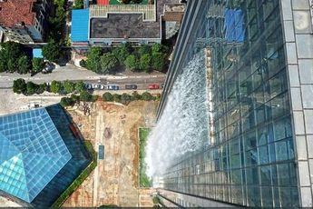 آبشار مصنوعی 108 متری در چین