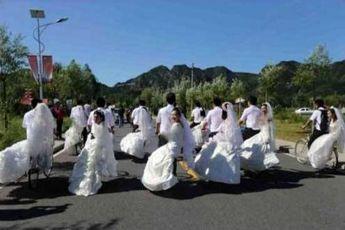 عروس و دامادهای دوچرخه سوار + عکس